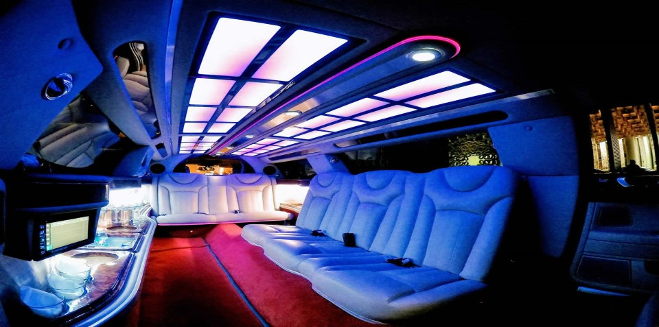 Bentley Limo Hire Night Time Boss limo Melbourne